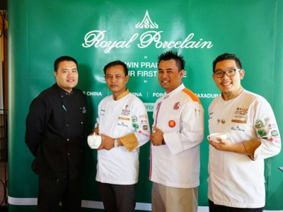 งาน ROYAL PORCELAIN SENSATIONAL PARTY